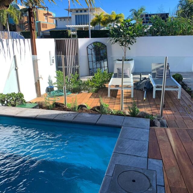 Our Noosa sound project looks amazing with its new poolside decking and stunning travertine tiles which complete this garden beautifully.
